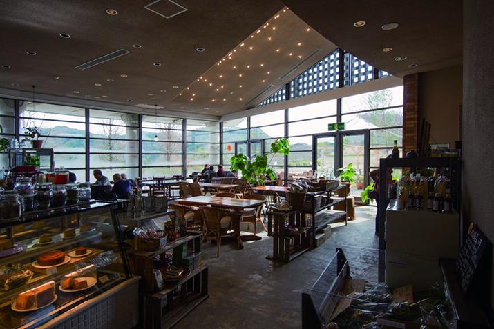 カフェ・レストランBROWN RiCE AND WATER店内風景